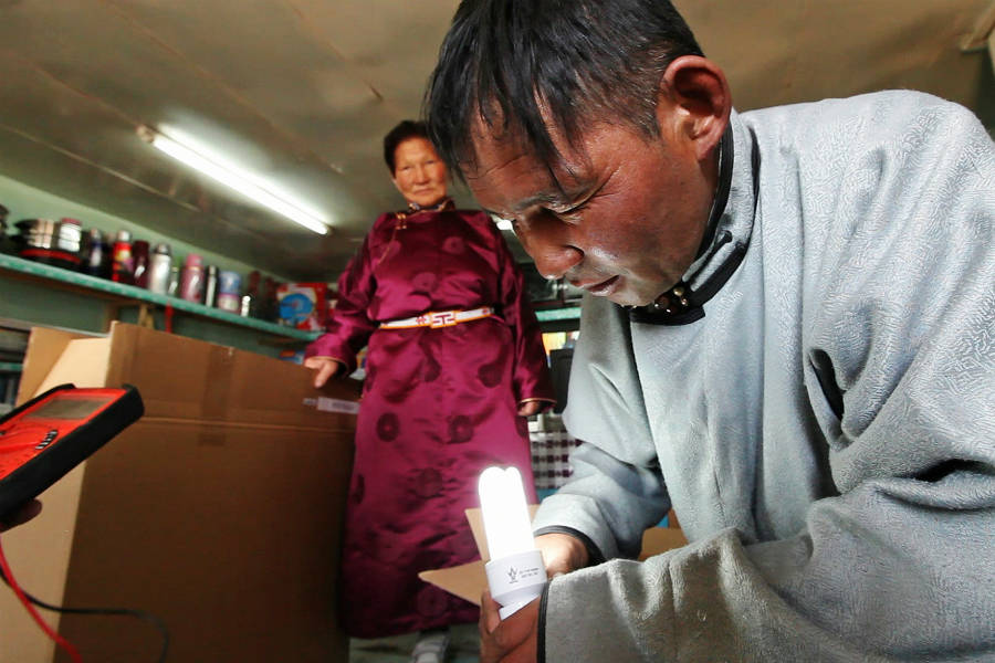 mongolia-portable-solar_stephan-bachenheimer-world-bank